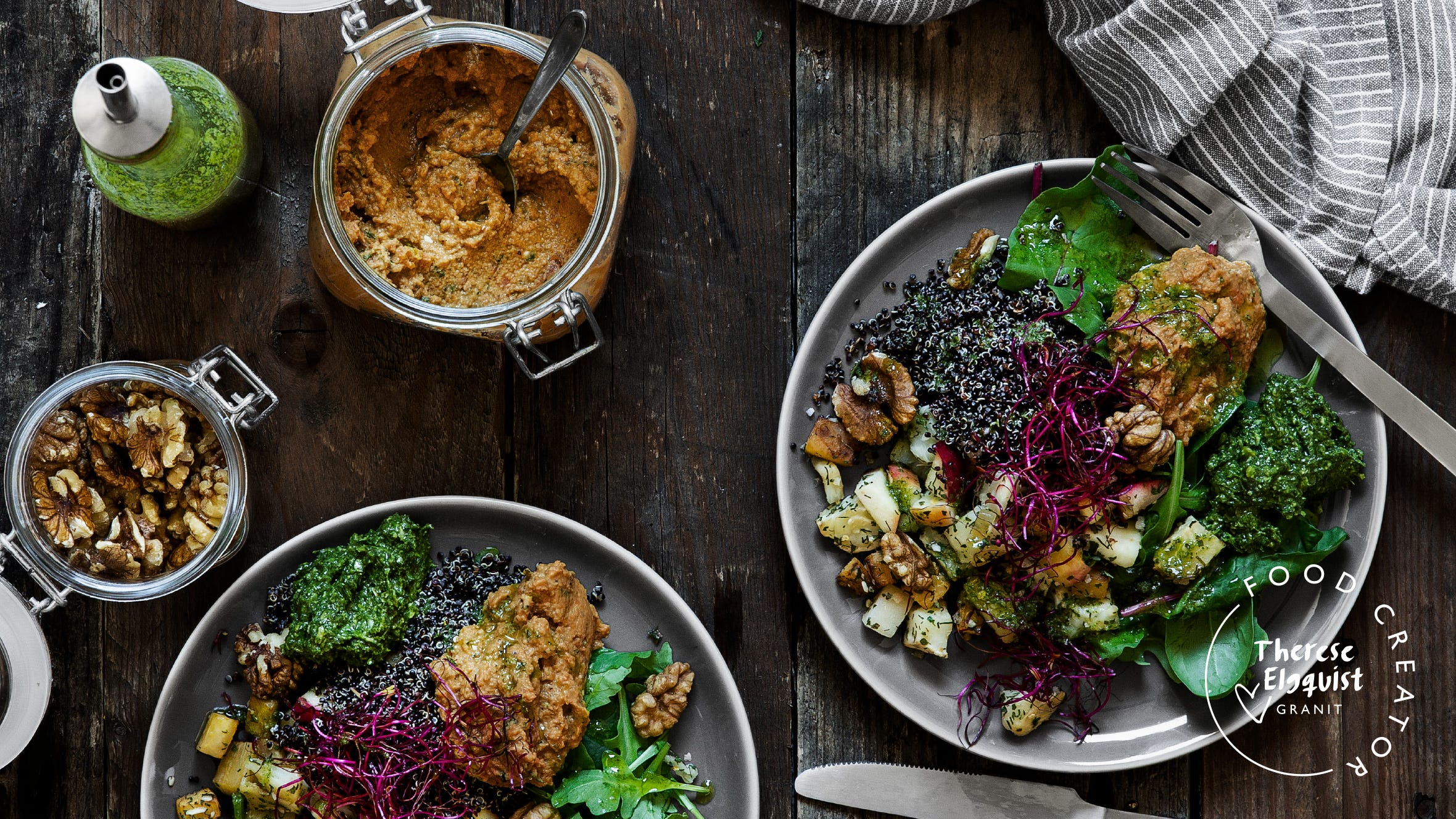 Rotsakspytt med svart quinoa, morotshummus och örtolja